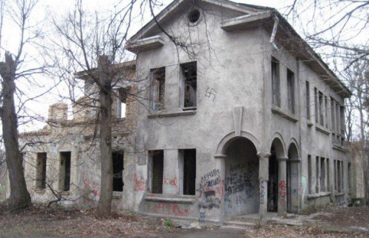 У Києві невідомі зруйнували дачу Хрущова