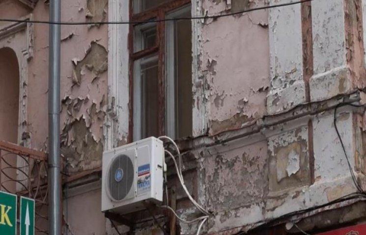 У Вінниці по вулиці Соборній осипаються будинки