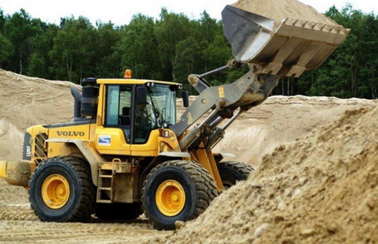 У Сумському районі знищили родючу землю задля добування піску