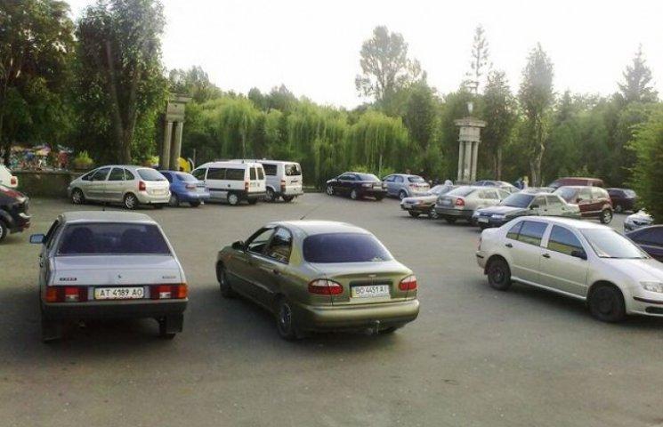 Вартість стоянки автомобілів у Ладижині зросла