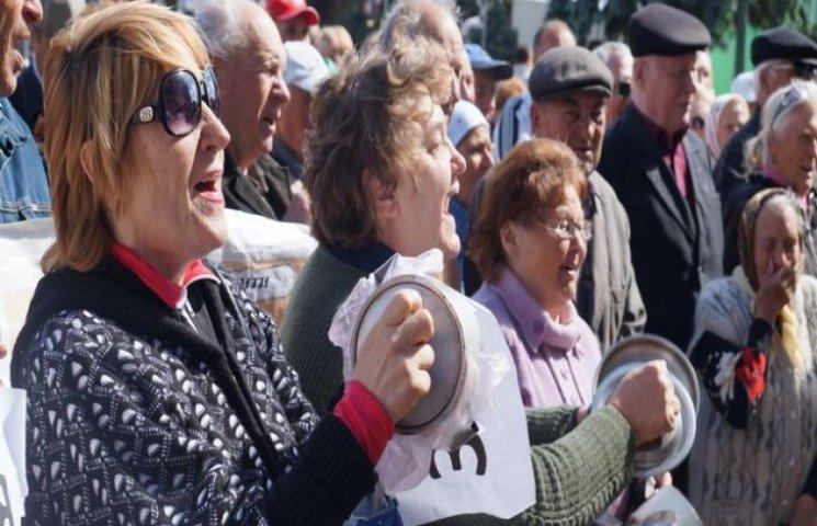 Вінницькі пенсіонери з ополониками вимагали під міською радою підвищення прожитого мінімуму