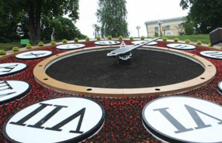 У центрі Києва запрацював новий квітковий годинник (ФОТО)