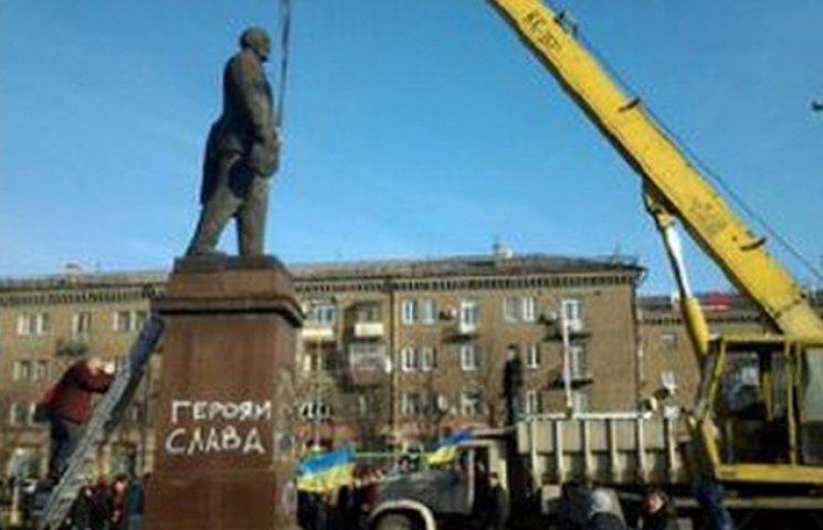 """Центральну площу рідного міста Генсека Брєжнева перейменували у """"Майдан Героїв"""""""