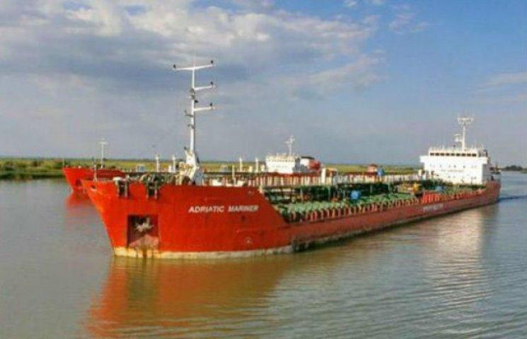 Геращенко: Танкер, що завантажив 5,8 тис. тонн контрабандного палива  у Криму, вже в Румунії (ФОТО)