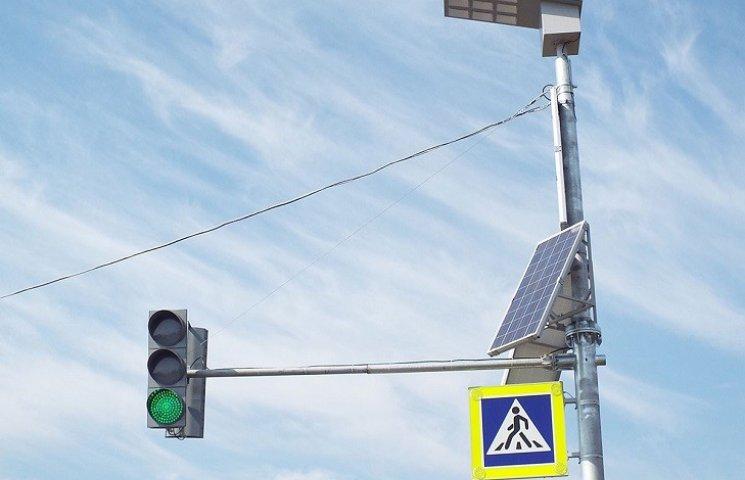 """Хмельничани """"підписуються"""" за світлофори на сонячних батареях"""