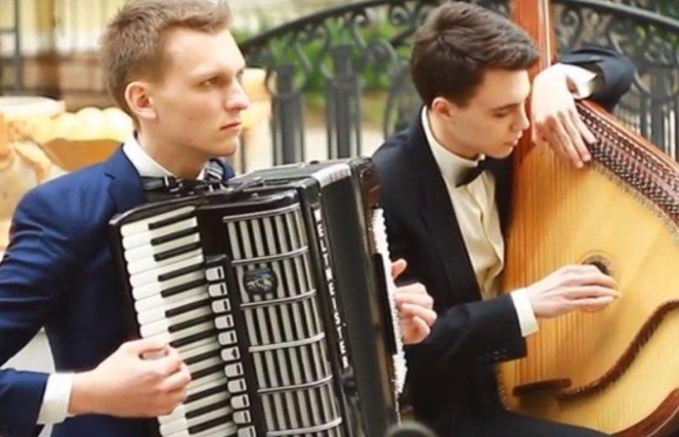 Николаевские музыканты покорили сеть хитом Led Zeppelin на бандуре и аккордеоне