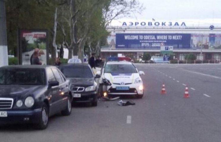 В Одесі на території аеропорту поліція збила таксиста