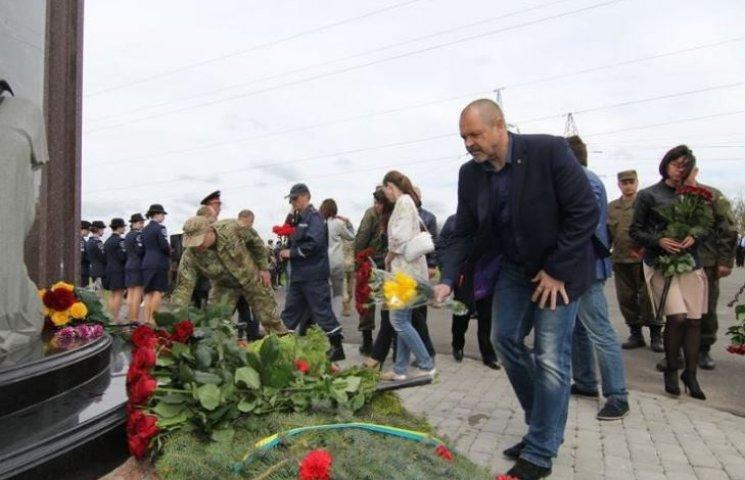 На дніпропетровському кладовищі відбувся мітинг у пам