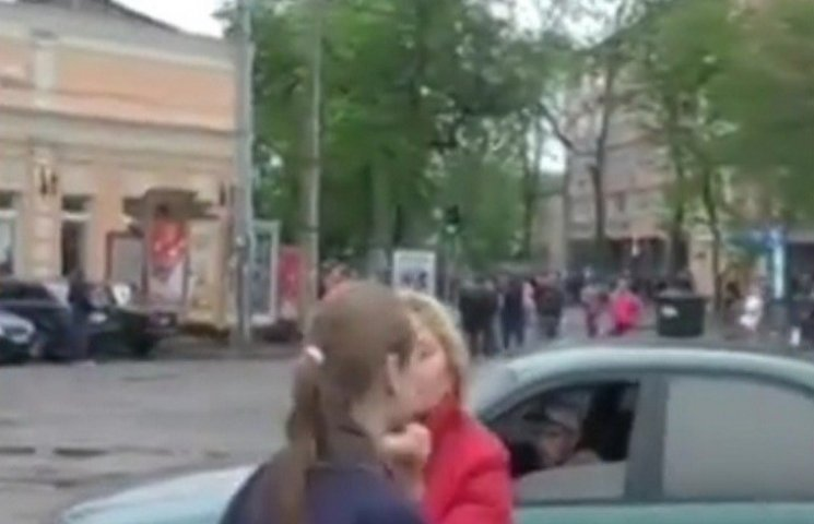 В Одесі на журналістку напали сепаратистськи налаштовані громадяни під час прямого включення