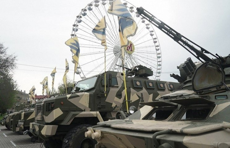 """У курортному місті триває підготовка до святкування полком """"Азов"""" другої річниці свого існування"""