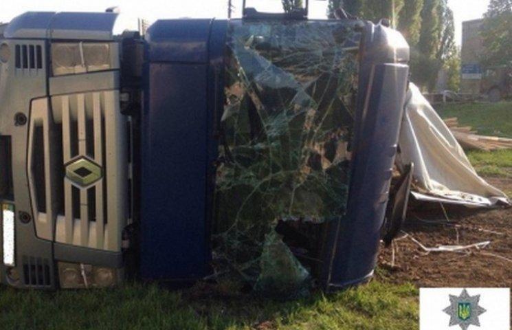 У Вінниці водій розтрощив вантажівку, заснувши за кермом