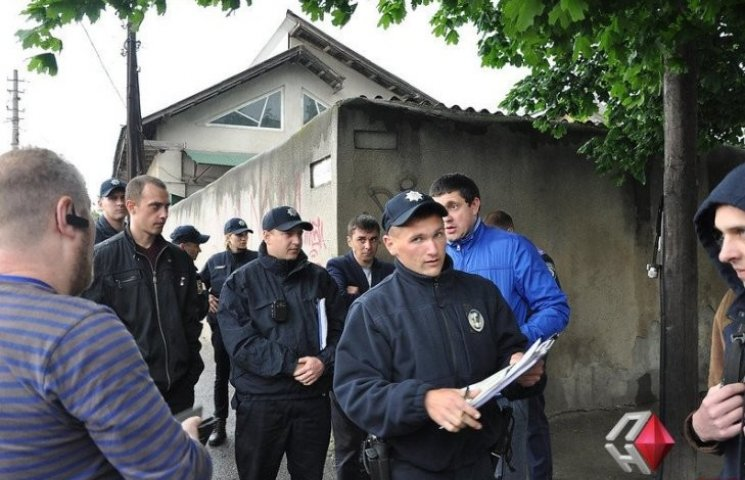 Херсонці, яких судять за напад на миколаївських патрульних, побили журналістів