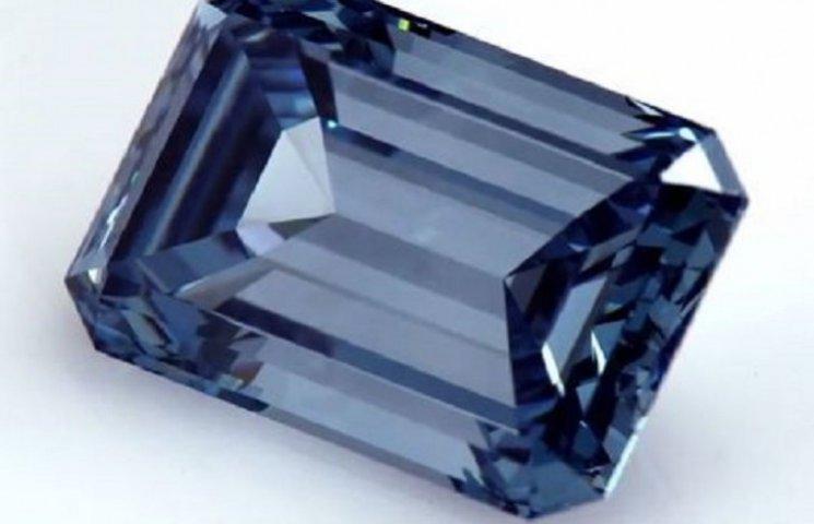 """Як виглядає найбільший діамант """"Блакитний Оппенгеймер"""", який продадуть з молотка"""