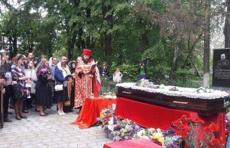 На Вінниччині попрощались з АТОвцем, який загинув у страсну п