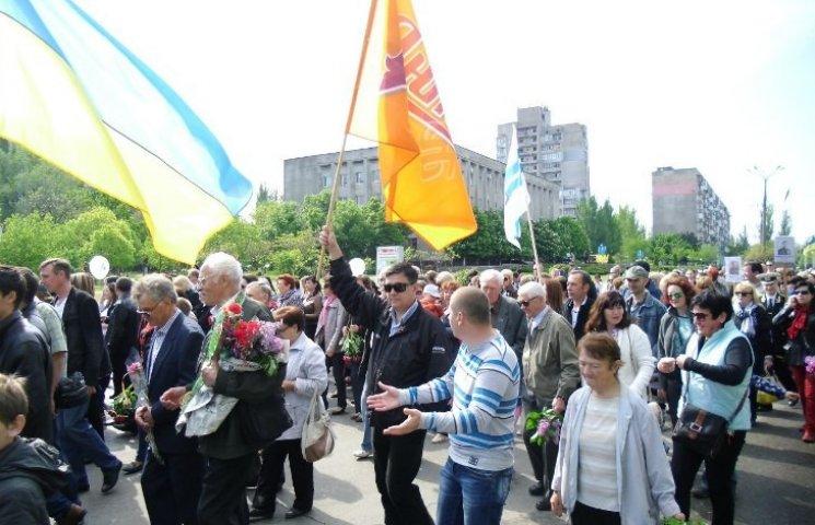 Миколаївці прийшли вітати ветеранів з рекламою пива