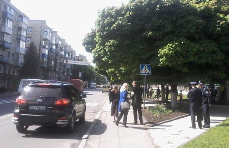 Один из заместителей мэра Хмельницкого паркуется по своим правилам