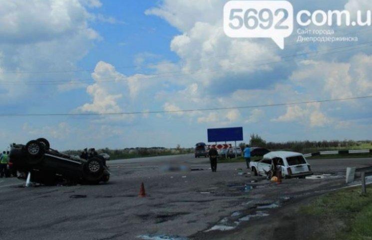 Під Дніпродзержинськом у страшній ДТП загинули молоді дівчата