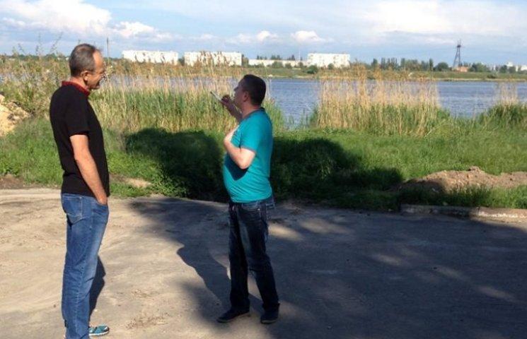 У Миколаєві прихильники Януковича ледь не накинулися на чоловіка у вишиванці