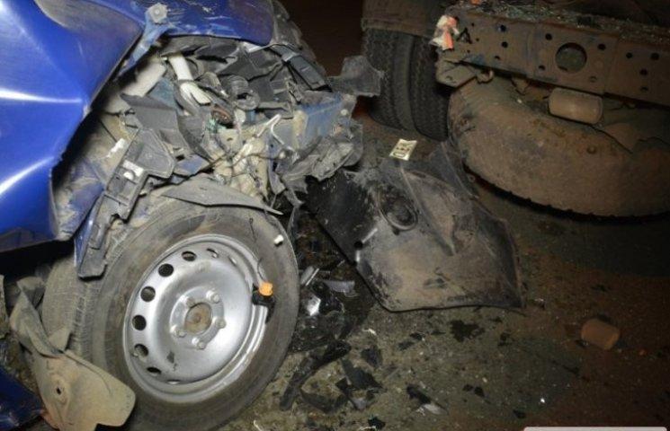 У центрі Миколаєва мікроавтобус влетів в КамАЗ: постраждали діти