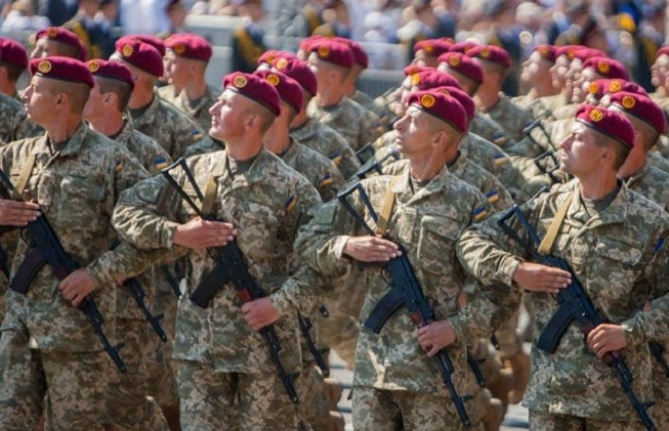 """У Дніпропетровську до президентського полку відбирають через """"фейсконтроль"""""""