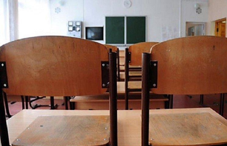 На Кам'янеччині закриють дві школи. Кажуть, шо тимчасово