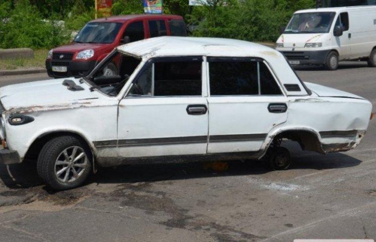 У Миколаєві водій авто, в якого відвалилось на ходу колесо, виявився п