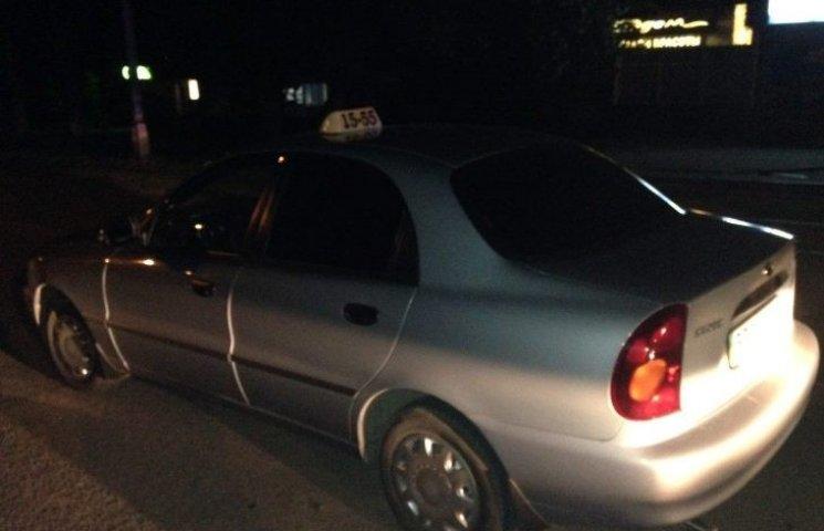 У Миколаєві впіймали таксиста, який два роки їздить без прав
