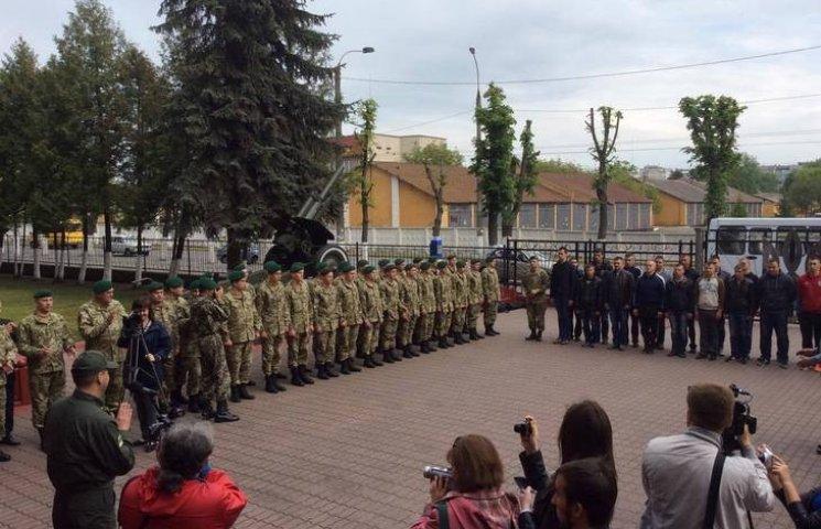 Хмельницкая пограничная академия приняла первых срочников