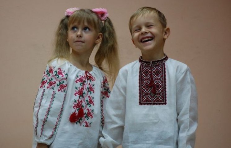 Миколаївські волонтери влаштують День вишиванки для дітей в зоні АТО