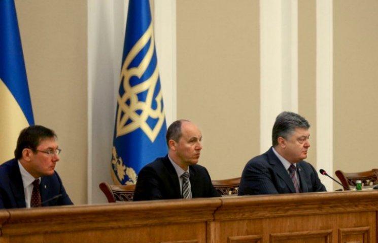 "Порошенко представив ""важковаговика"" Луценка колективу ГПУ"