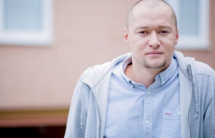 """Соліста відомого гурту """"Бумбокс"""" у Чернівцях поселили у номері Іво Бобула"""