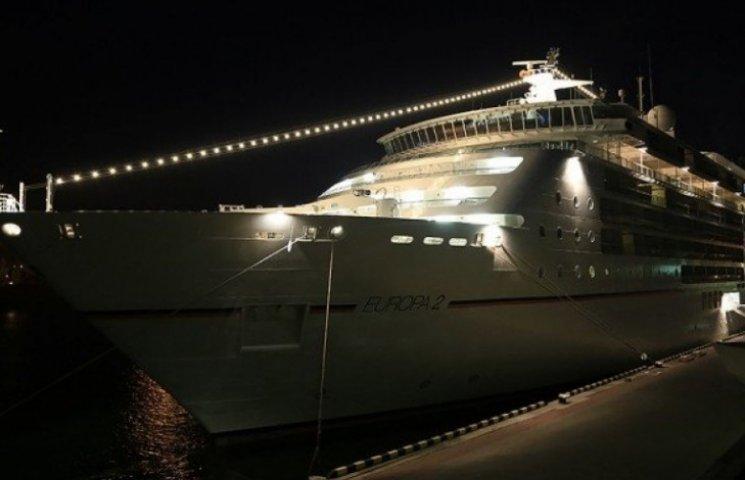 Німецький круїзний лайнер вночі покинув Одесу