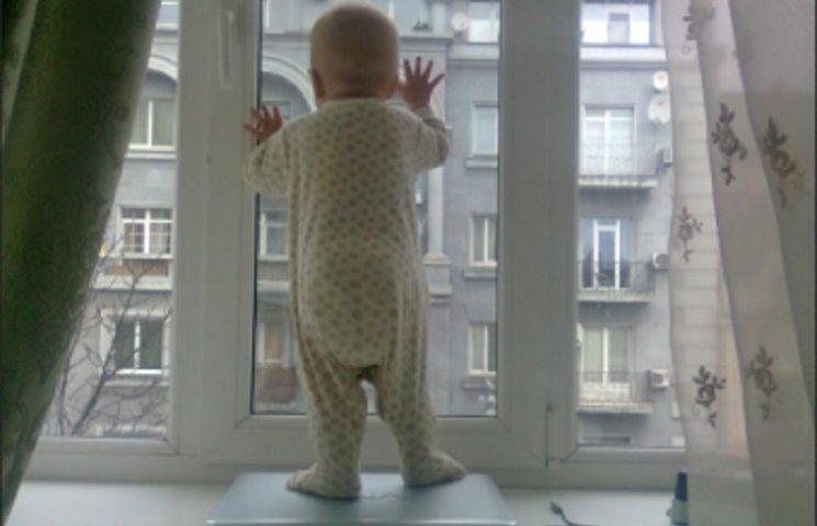 У Дніпропетровську консиліум лікарів рятуватиме немовля після падіння з висоти