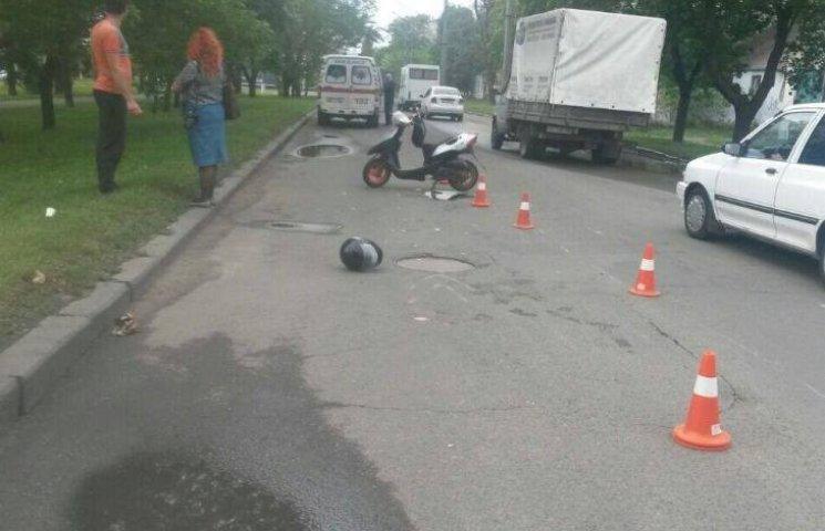У Миколаєві мопедист збив пенсіонера