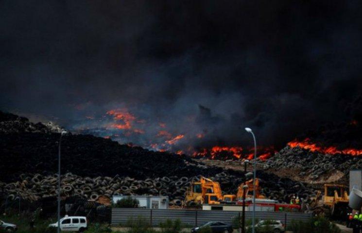 В Испании по-адски пылает кладбище шин (ФОТО, ВИДЕО)