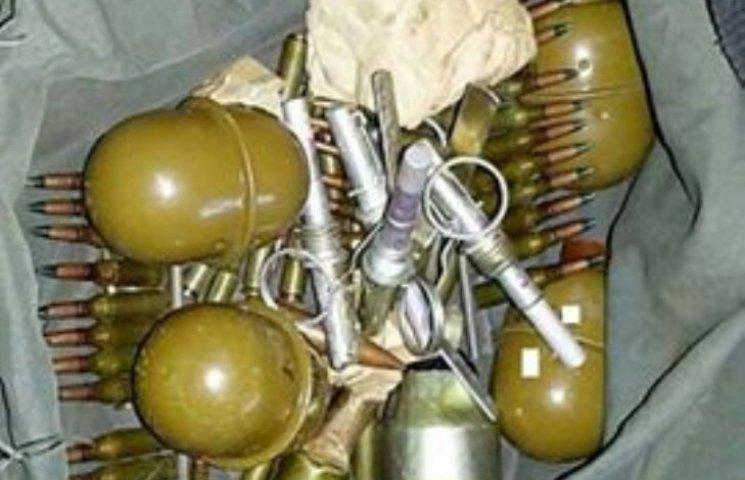 У центрі Миколаєва чоловік погрожував жінці рушницею та бойовими гранатами