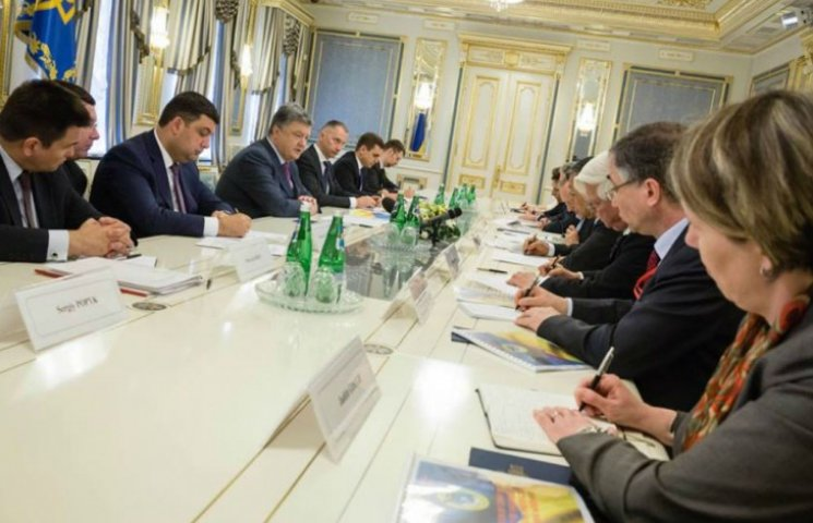 Гройсман рассказал послам G7 о 5 приоритетах