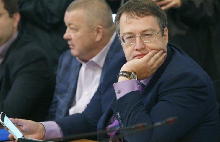 Відео дня: Страшна аварія автівки Геращенка і побиття казаками Навального