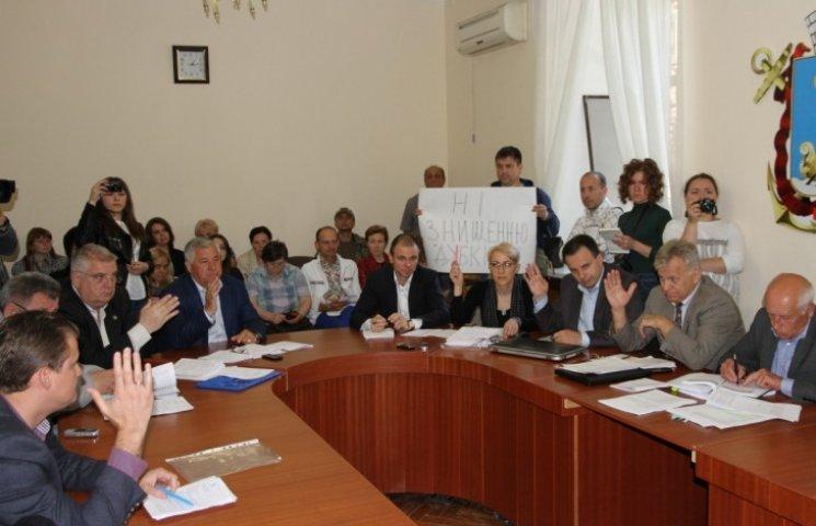 Миколаївські депутати заборонять підприємцю будувати супермаркет замість дубового гаю