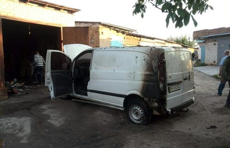 У Миколаєві раптово загорівся гараж в елітному районі міста