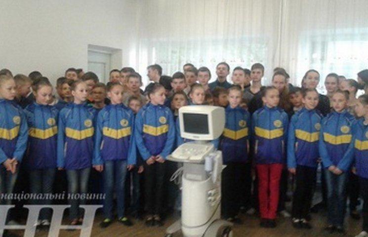 Вінничани передали в АТО УЗД-апарат