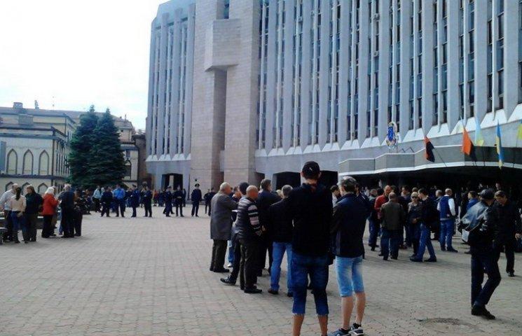 У Дніпропетровську антивілкулівській і антифілатовський мітинг розділили поліцією