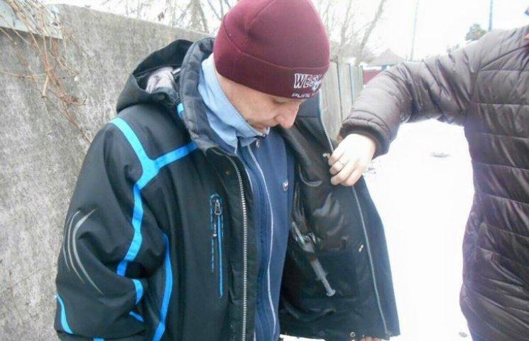 Хмельничан просять допомогати ловити торговців наркотиками у навчальних закладах