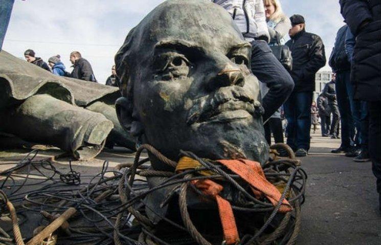 Рік декомунізації: як Харків із боями позбавлявся від радянського минулого