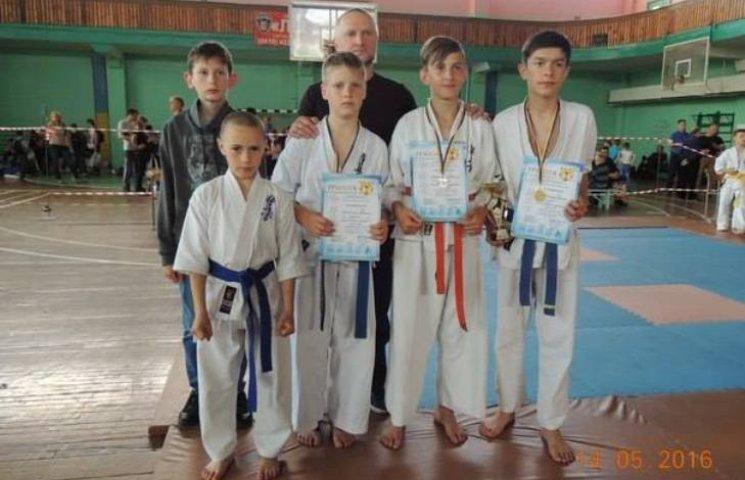 Спортсмени з Миколаївщини завоювали три медалі на турнірі з карате