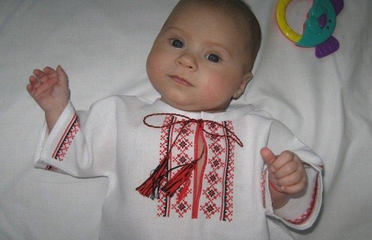 У Вінниці новонародженим подарують вишиванки