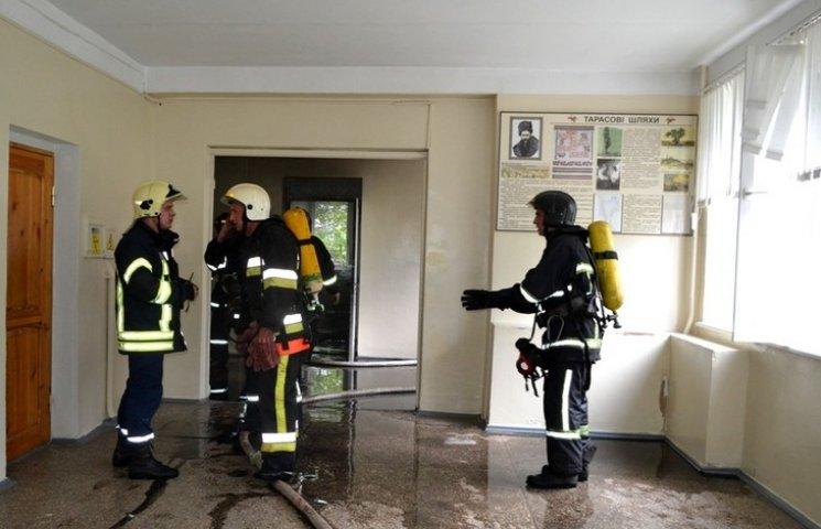 В Одесі, в одній зі шкіл, сталася пожежа