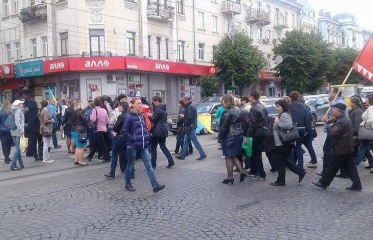 Мітингувальники перекрили центр Вінниці