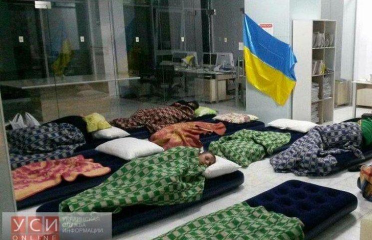 Переселенці з Донбасу ночують у Саакашвілі