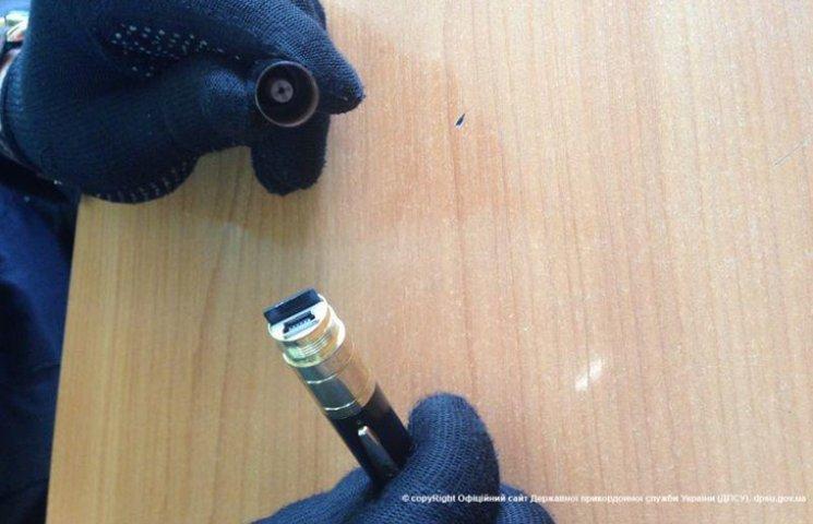 На границе с Беларусью поймали мужчину со шпионской ручкой